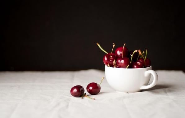Картинка вишня, ягоды, стол, чашка, белая, черешня