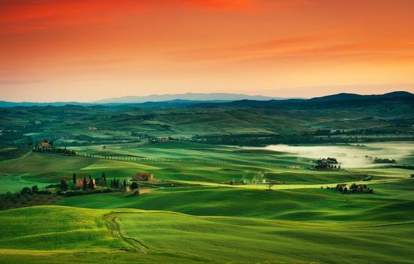 Картинка дорога, небо, закат, горы, холмы, поля, дома, горизонт, италия, тоскана
