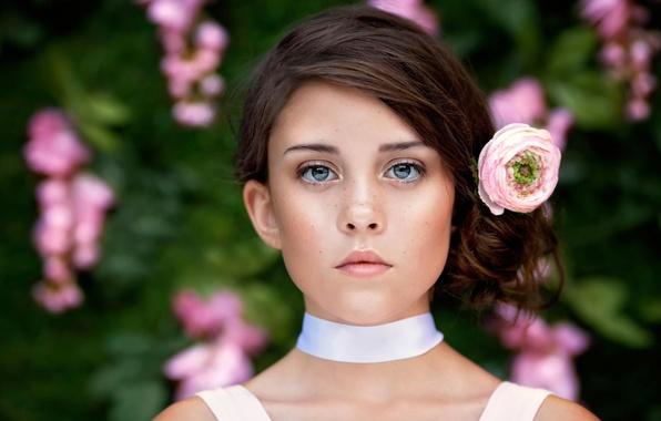 Картинка цветок, взгляд, волосы, портрет, девочка, веснушки