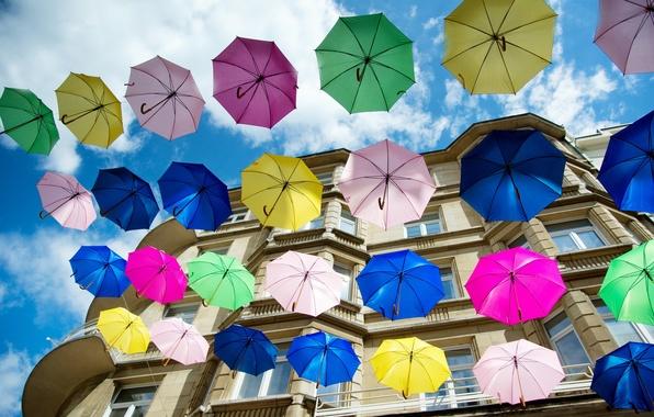 Картинка город, дом, зонты