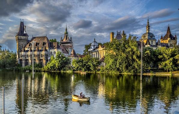 Картинка деревья, природа, озеро, парк, люди, замок, лодка, Венгрия, Будапешт, Budapest, Magyarország, Vajdahunyad