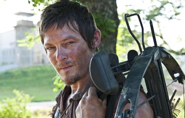Картинка фон, зомби, zombie, сериал, актёр, тюрьма, арбалет, serial, The Walking Dead, Ходячие мертвецы, Norman Reedus, …