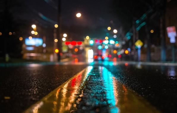 Картинка асфальт, макро, свет, ночь, огни, дождь, улица, Дорога, боке