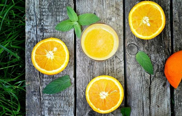Картинка трава, листья, стакан, доски, апельсины, сок, фрукты, цитрусы