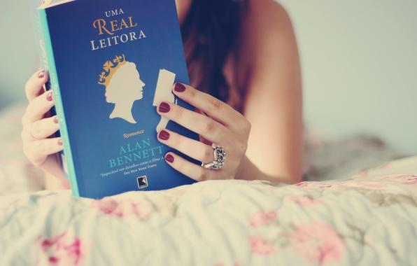 Картинка девушка, фон, голубой, обои, настроения, брюнетка, книга, книжка