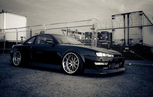 Картинка car, машина, авто, стол, обоя, тюнинг, nissan, черная, дрифт, drift, автомобиль, black, cars, style, ниссан, …