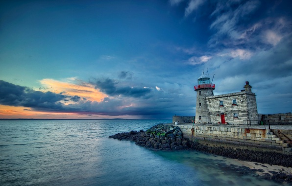 Картинка море, тучи, камни, маяк, вечер