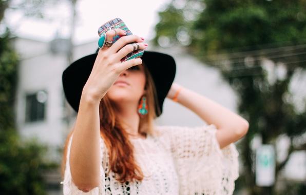 Картинка девушка, узор, шляпа, телефон, фотографирует, чехол, селфи, selfie