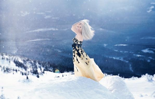 Картинка зима, девушка, свет, снег, горы, поза, настроение, ситуация, платье, воздух, блондинка, обои от lolita777