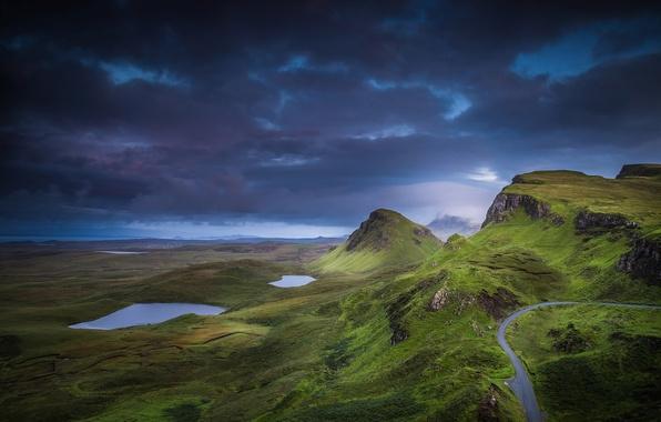 Картинка облака, горы, тучи, скалы, холмы, долина, Шотландия, озёра, остров Скай, область Хайленд