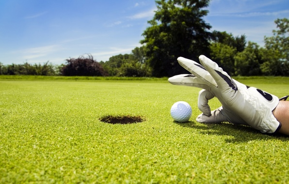 Картинка небо, газон, спорт, игра, мяч, рука, лунка, гольф, перчатка, Golf