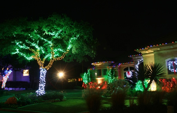 Картинка украшения, деревья, ночь, lights, огни, дом, green, red, house, white, christmas, коттедж, trees, landscape, night, ...