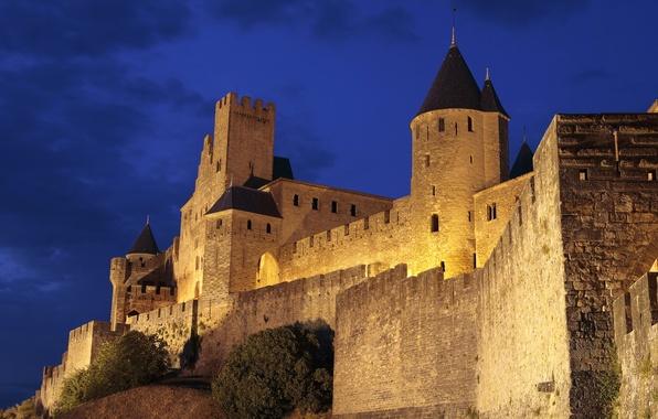 Картинка небо, ночь, замок, стена, башня, холм, крепость, франция, каркасон