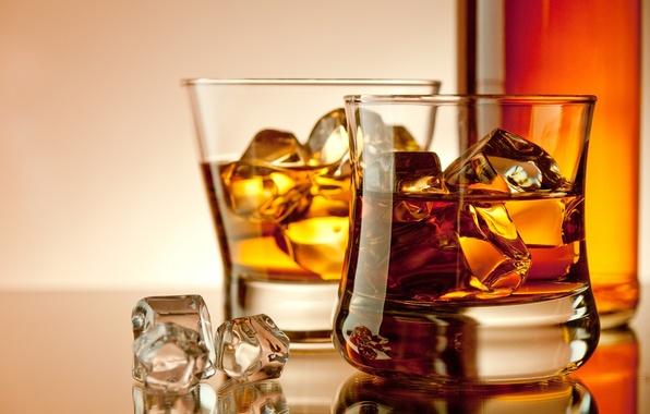 Картинка лед, кубики, бутылка, бокалы, алкоголь, напиток, виски