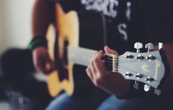 Картинка гитара, струны, руки, играет, музыкальный инструмент