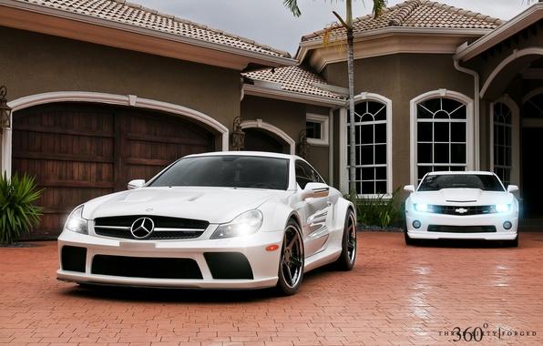 Картинка белый, дом, фары, Mercedes-Benz, Chevrolet, Мерседес, Камаро, Шевроле, Camaro, 360, AMG, передок, and, Muscle car, …