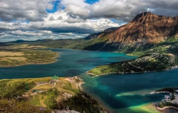 Картинка небо, облака, горы, дома, Канада, Альберта, озёра