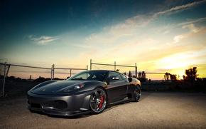 Картинка небо, облака, закат, забор, F430, Ferrari, феррари, передняя часть