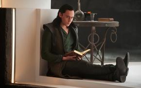 Картинка взгляд, актер, книга, мужчина, Thor, Локи, Loki, Tom Hiddleston, Том Хиддлстон, Тор 2, The Dark ...