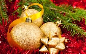 Обои дождик, шарики, красный, шары, елка, Новый Год, Рождество, мишура, Christmas, золотые, ленточки, New Year