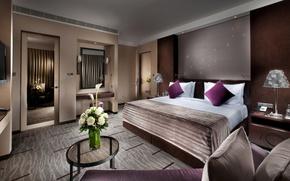 Картинка цветы, дизайн, стиль, комната, кровать, розы, интерьер, подушки, зеркало, квартира, столик, спальня, светильники, тумбочки