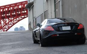 Картинка трубы, стена, чёрный, ворота, black, Mercedes Benz, SLR McLaren, задок, Мерседес Бенц, СЛР Макларен