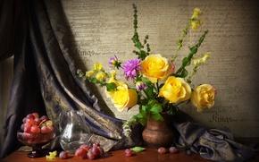 Обои натюрморт, розы, виноград, ваза
