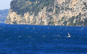 Картинка море, скалы, ветер, спорт, парус, доска, виндсерфинг