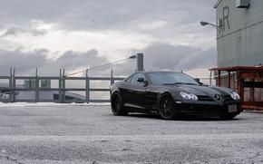 Картинка чёрный, ограждение, Макларен, black, Mercedes Benz, вид спереди, колючая проволока, SLR McLaren, Мерседес Бенц