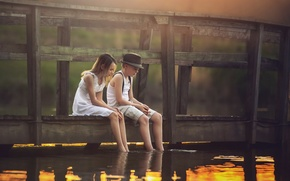 Картинка мост, река, мальчик, девочка