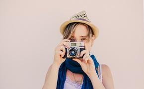 Картинка girl, hat, camera, scarf, diretc gaze