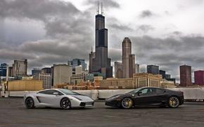 Картинка небо, тучи, чёрный, серебристый, silver, gallardo, lamborghini, ferrari, феррари, black, чикаго, небоскрёбы, f430, chicago, ламборгини