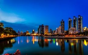 Обои отражение, Бангкок, Таиланд, огни, озеро, Бенджакити парк, ночь, зеркало, голубое небо, горизонт