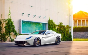 Обои ferrari, f12, berlinetta, white, sport, car, supercar, wheels, sun