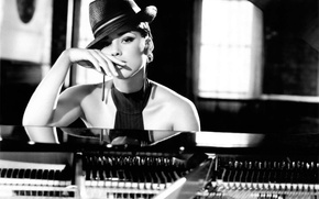 Картинка шляпа, рояль, певица, Alicia Keys
