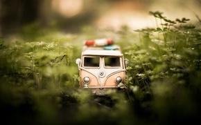 Картинка трава, макро, модель, игрушка, съемка, машинка, photo, photographer, микроавтобус, моделька, Jamie Frith