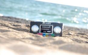 Обои песок, море, музыка, радио, магнитола
