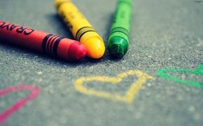 Картинка асфальт, цвета, макро, сердце, рисунок, фокус, карандаши