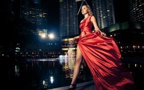Картинка модель, ночной город, красное платье