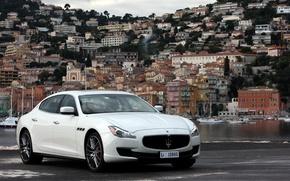 Картинка Maserati, Quattroporte, Вода, Город, Белый, Лого, Фон