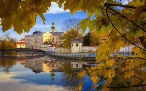 Картинка осень, отражения, город, дома, Чехия, листва.мостик