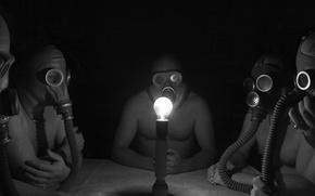 Картинка лампочка, полумрак, своя атмосфера, мужики в противогазах