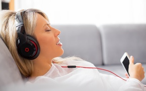 Обои relax, headphones, cell, blonde