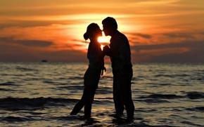 Обои море, любовь, закат, поцелуй, пара, love, sunset, people, kiss, romantic, couple