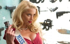 Картинка взгляд, оружие, Девушка, блондинка, Amber Heard, Machete Kills