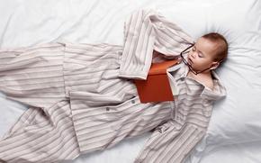 Обои постель, ребенок, очки, пижама, сон, книга