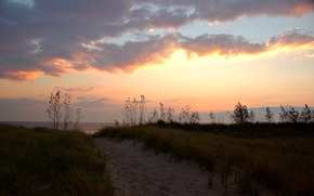 Картинка песок, трава, облака, берег, тропа