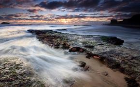 Обои отлив, облака, Берег, вода, камни