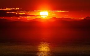 Картинка море, горы, зарево, солнце, небо, облака, закат