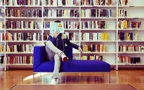 Картинка диван, книги, мужчина, библиотека, чтение